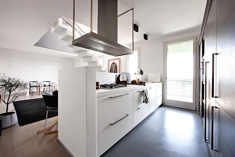 Una cocina abierta comedor key cucine tecno haus for Cocinas con salida al patio