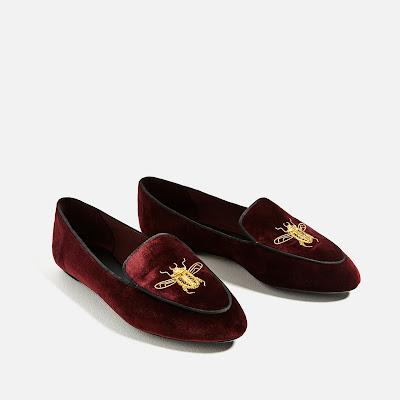 foto van Zara: Platte fluwelen schoen met borduursel
