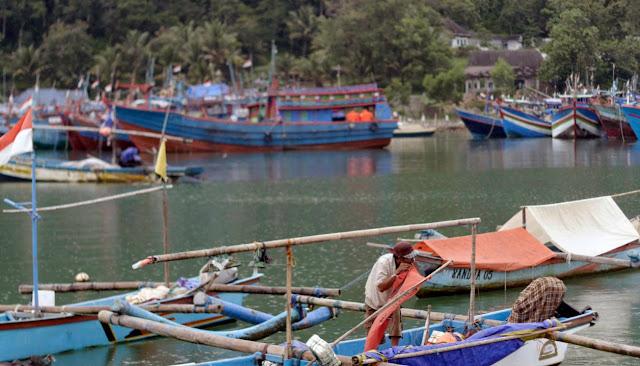 cuaca-ekstrim-nelayan-tidak-melaut