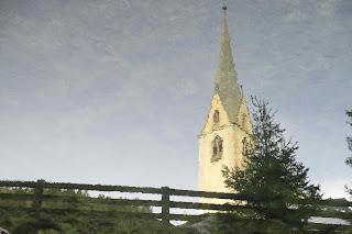 campanile riflesso nel lago