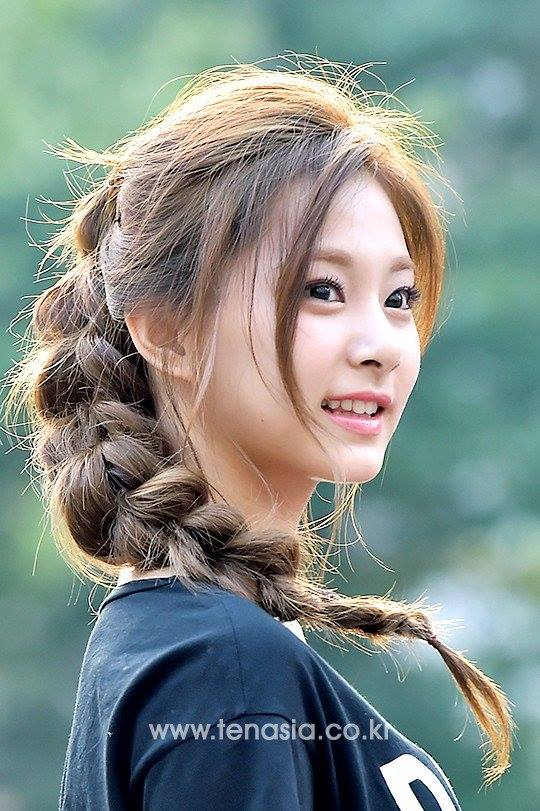 Fans Are In Love With Tzuyu S Elsa Hairstyle Daily K