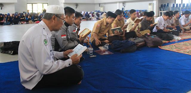 PUDIR III Apresiasi Gerakan Poltekkes Makassar Mengaji dan Sholat Berjamaah
