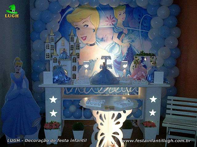 Decoração provençal mesa básica simples para festa de aniversário tema Cinderela