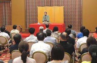 講演会講師・三遊亭楽春の笑いの効果でメンタルヘルス講演会の風景。