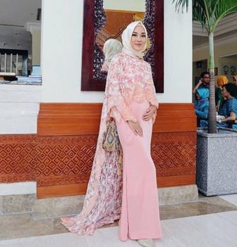 Model Kebaya Muslim Terbaru Untuk Orang Kurus