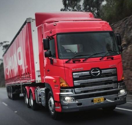 truk hino kontainer panjang dan besar