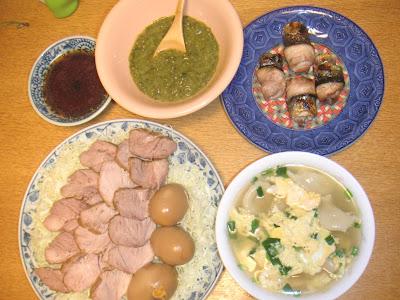 夕食の献立 献立レシピ 飽きない献立  煮豚と玉子 サンマ梅香焼き 味噌メカブ ニラ玉水餃子
