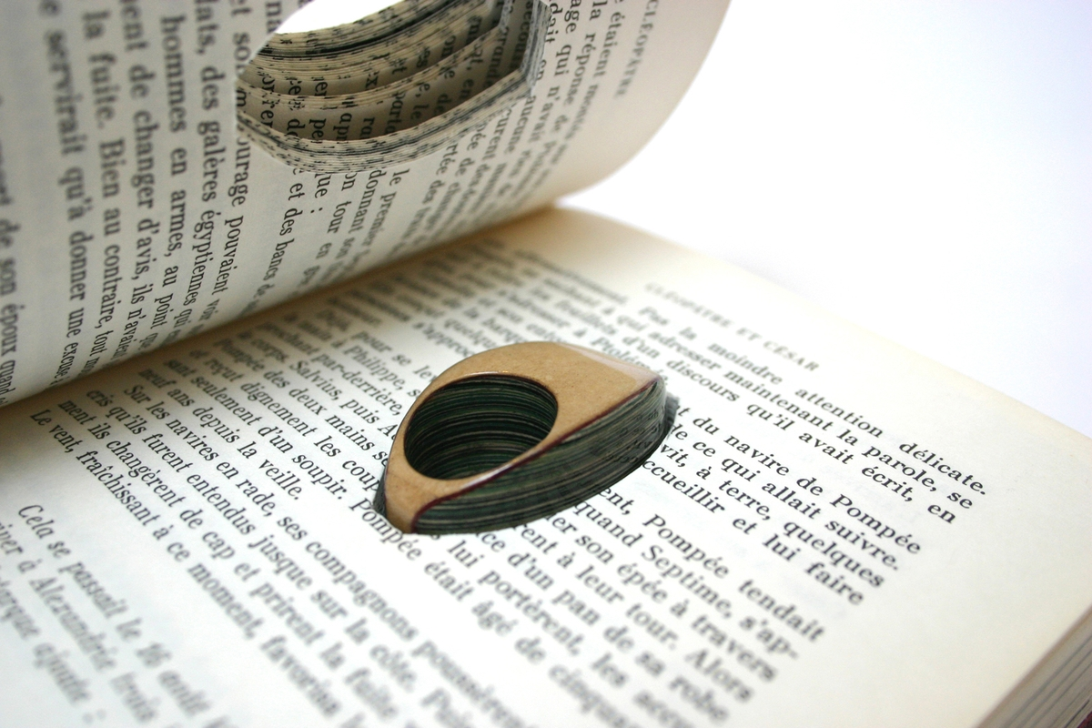 15-Jeremy-May-Artistry-and-Innovation-with-Paper-Jewelry-Rings-www-designstack-co