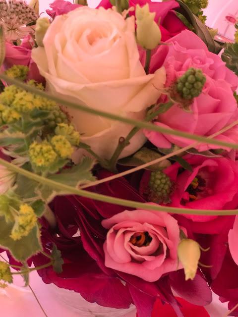 Flower arrangements, berries, roses, peonies, Shades of pink, weddings abroard, mountain wedding at the lake, wedding, Bavaria, Germany, Garmisch, Riessersee Hotel, getting married in Bavaria, wedding planner Uschi Glas