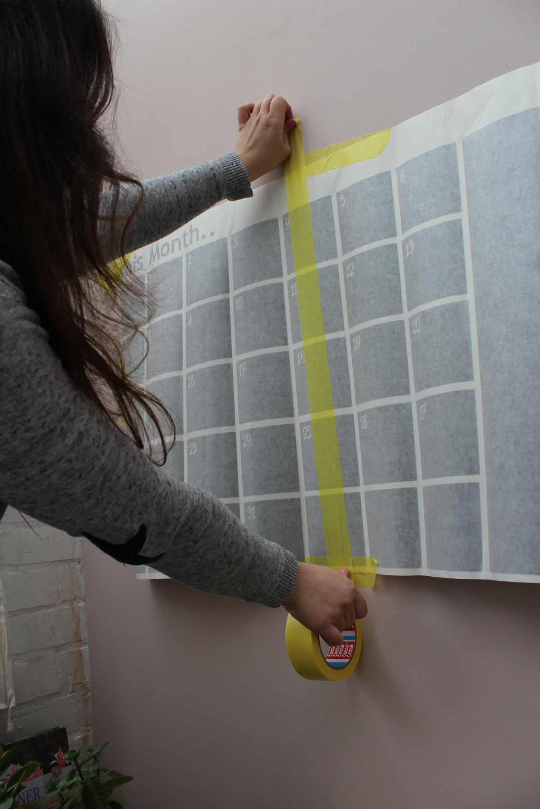 Fitting a Chalkboard calendar to the wall