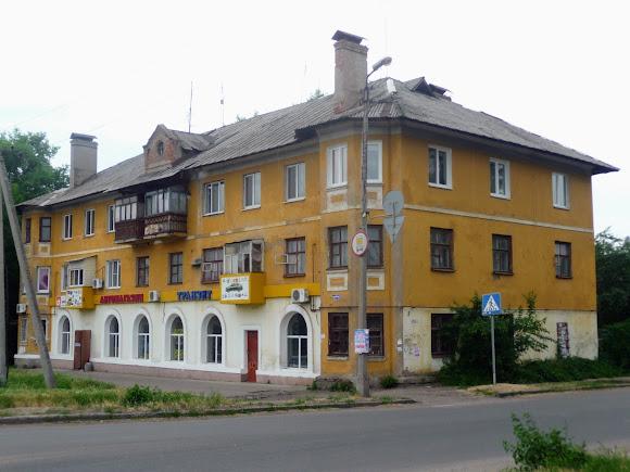 Константиновка. Ул. Соборности. Трёхэтажный жилой дом