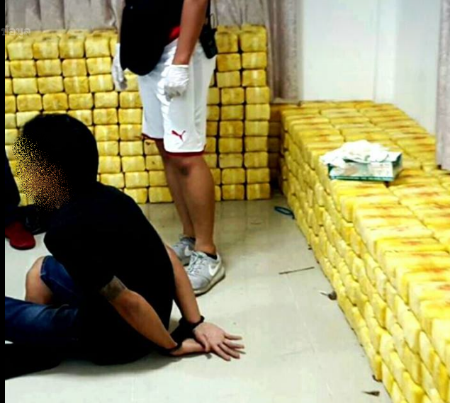 บก.สส. ร่วมกับ สืบ 8 จับกุมมาเฟีย คดียาเสพติดรายใหญ่ ตลึงพบของกลางยาบ้า 10 ล้านเม็ด (ภาพชุด)