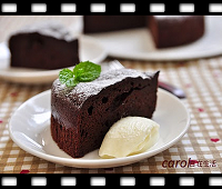 http://caroleasylife.blogspot.com/2015/04/rich-chocolate-cake-no-flour.html