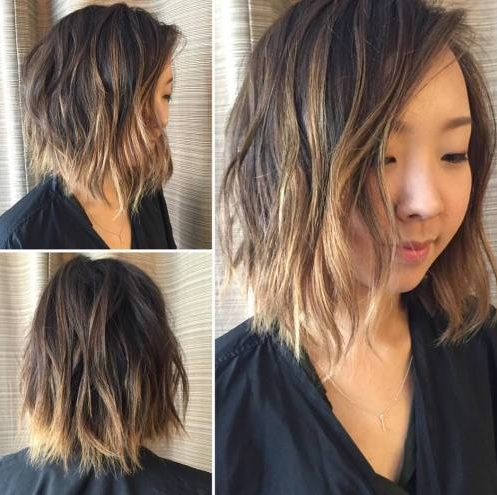 Este peinado arrebatador demuestra que balayage pelo luce muy bien en las cerraduras con longitud extrema. El marrón oscuro natural quedo desde la raíz