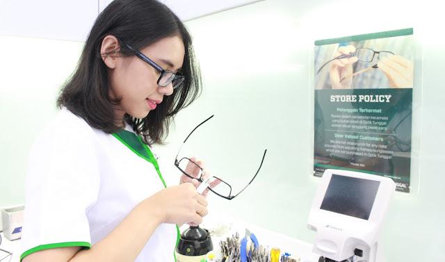Asuransi Kacamata Di Optik Tunggal