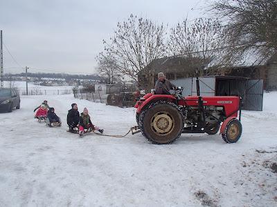 zima 2017, odwilż, zabawy na śniegu, kulig dla dzieci