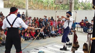 Miracatu recebe o espetáculo clownfusão no circuito cultural paulista