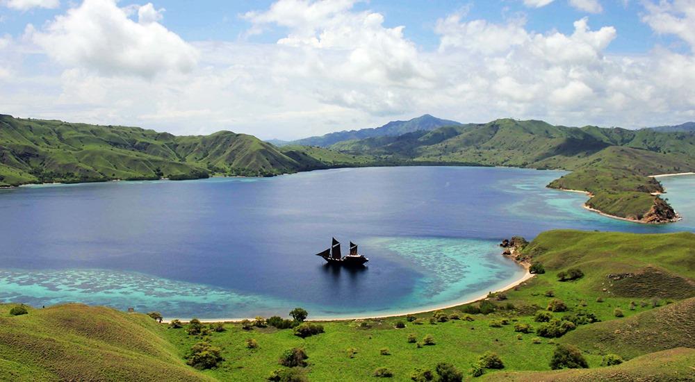 Taman Nasional Komodo di Nusa Tenggara Barat - WISATA