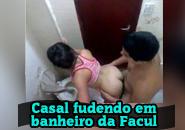 Flagrante de sexo no banheiro da faculdade