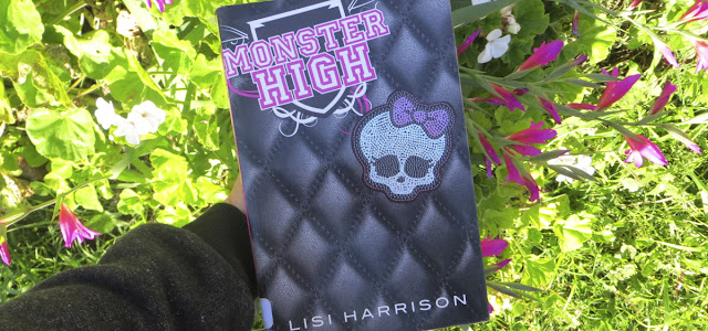 RESEÑA DE LIBRO: MONSTER HIGH LISI HARRISON