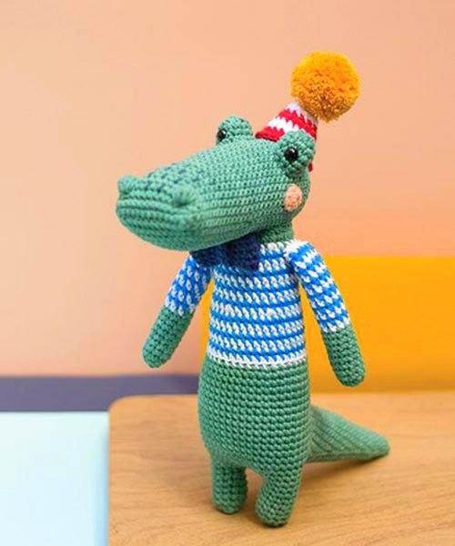Crochet Alligator Pattern - thefriendlyredfox.com   600x500