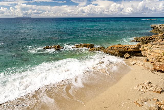 Riviera Albanesa, colores del mar - Himara, Albania por El Guisante Verde Project