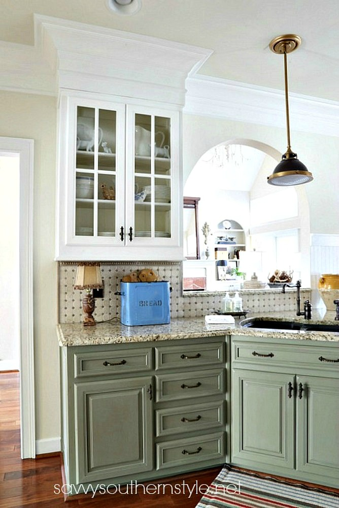 Savvy southern style shades of green for Southern style kitchen ideas