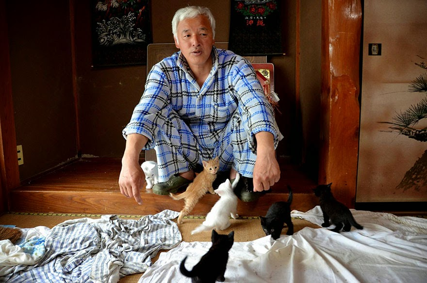 Egyedül él a fukusimai katasztrófa helyén, hogy gondozza az ott maradt állatokat