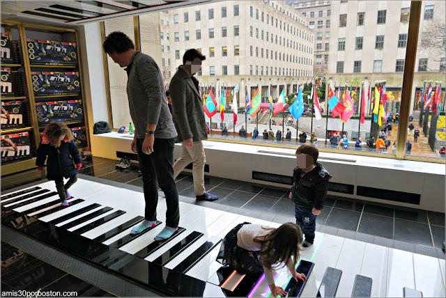 Piano en la FAO Schwarz del Rockefeller Plaza, Nueva York