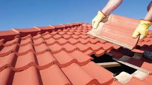 Mengatasi kebocoran pada atap rumah