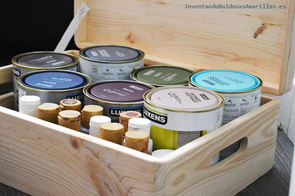 Orden en los botes de pintura.