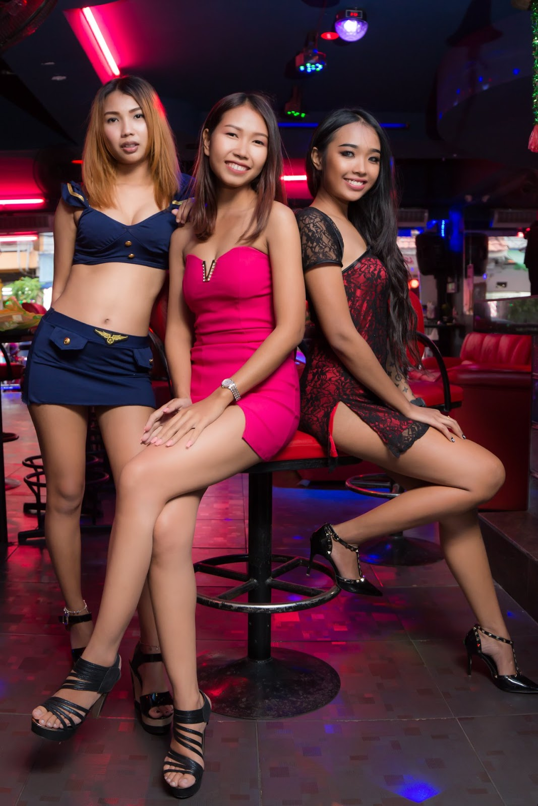 butt-babes-thai-bar-girl-tipsy-sexy-asian