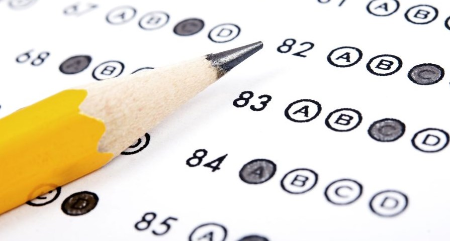 Pendidikan Biologi - Tes adalah cara atau prosedur dalam pengukuran dan penilaian di bidang pendidikan, yang berbentuk pemberian tugas atau serangkaian tugas/baik berupa pertanyaan-