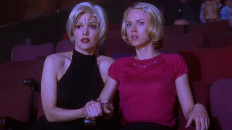 Rita (Laura Harring) & Betty (Naomi Watts) im Club Silencio in MULHOLLAND DRIVE (2001). Quelle: StudioCanal Blu-ray