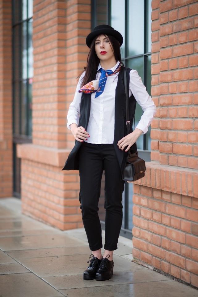 apaszka w eleganckiej stylizacji | stylizacja z kapeluszem i apaszką | apaszka | kolorowa apaszka | jak nosić apaszkę | blog modowy | blog o modzie | blogerka z Łodzi | blogerka modowa | blog szafiarski