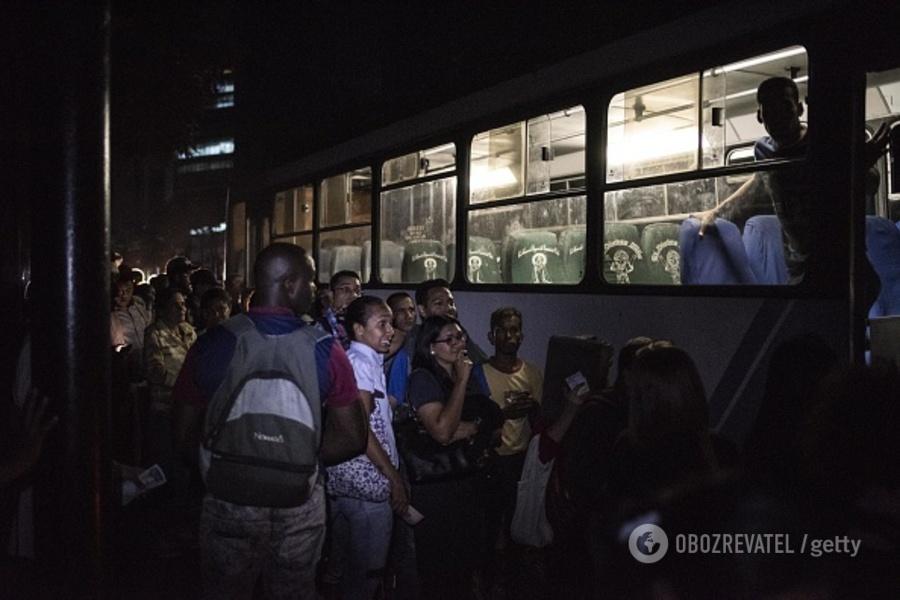 El apagón venezolano, un verdadero crimen social del chavismo - Por Razon y Revolucion Gettyimages-1129217526-594x594