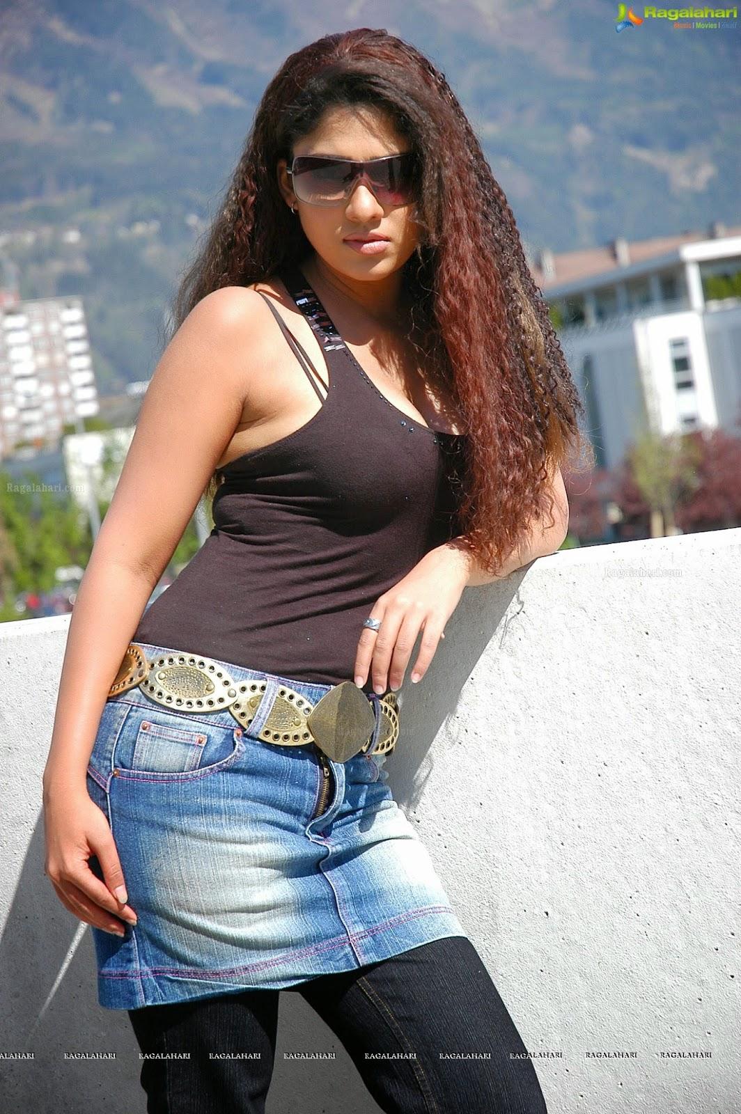 Actress Nayanthara 25 Sizzling Hot  Beautiful Photos -4507