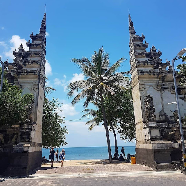 gate of kuta beach