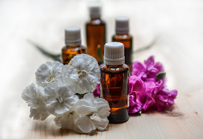 picture of essential oil bottles