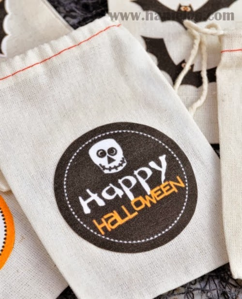 Super Easy DIY Halloween Fabric Treat Bags - via BirdsParty.com