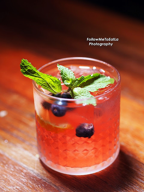 Berry Kiss – Hendricks, Fresh Blueberries, Lemon & A Splash of Soda Water