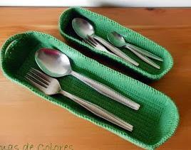 http://tramasdecolores.blogspot.com.es/2013/03/cestillos-de-crochet.html