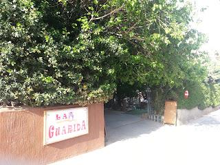 Entrada al bar La Guarida