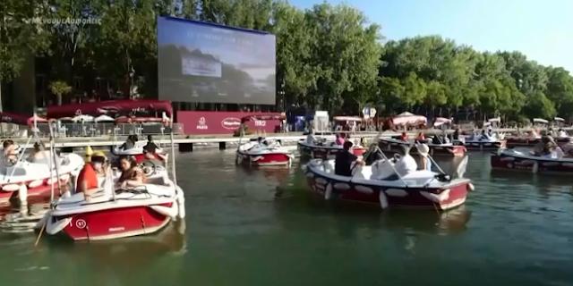 Γαλλία: Πλωτό θερινό σινεμά στον Σηκουάνα (βίντεο)