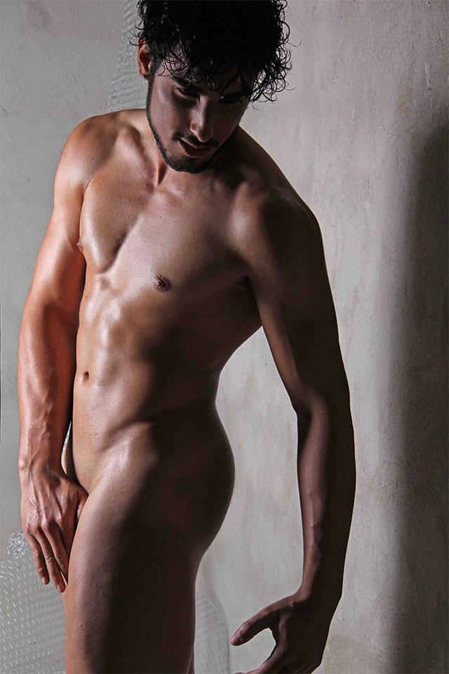 Ex-camelô Peterson Bonatti posa nu para ensaio sensual. Foto: Jorge Beirigo