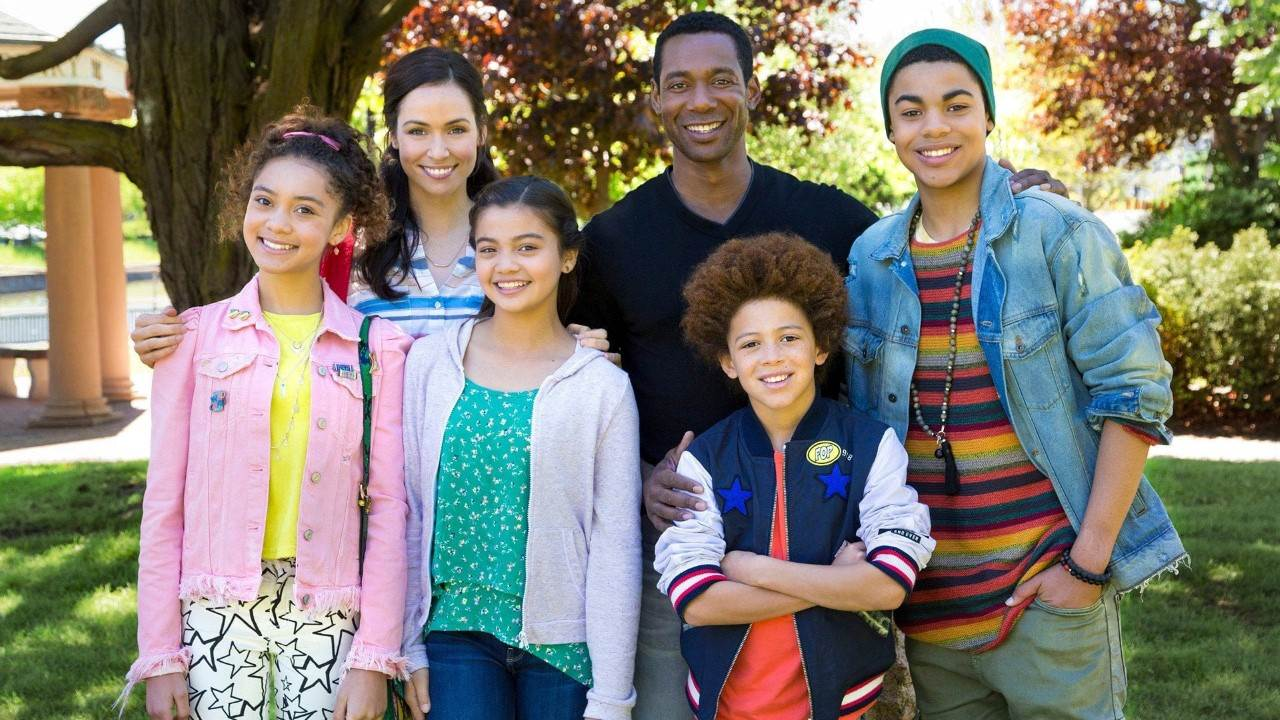 NickALive!: Nickelodeon Arabia to Premiere 'Star Falls' on Sunday
