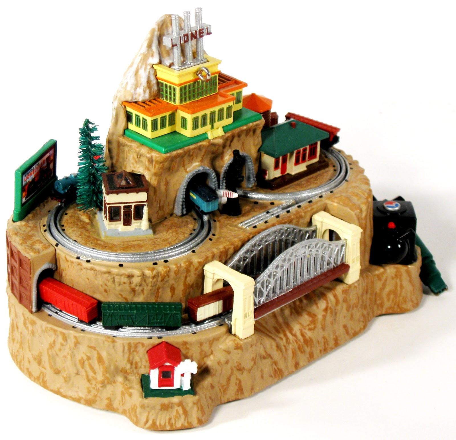 Toys and Stuff TRAIN TIME Hallmark Lionel Christmas Tree