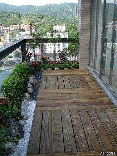 04. Desain taman minimalis di balkon