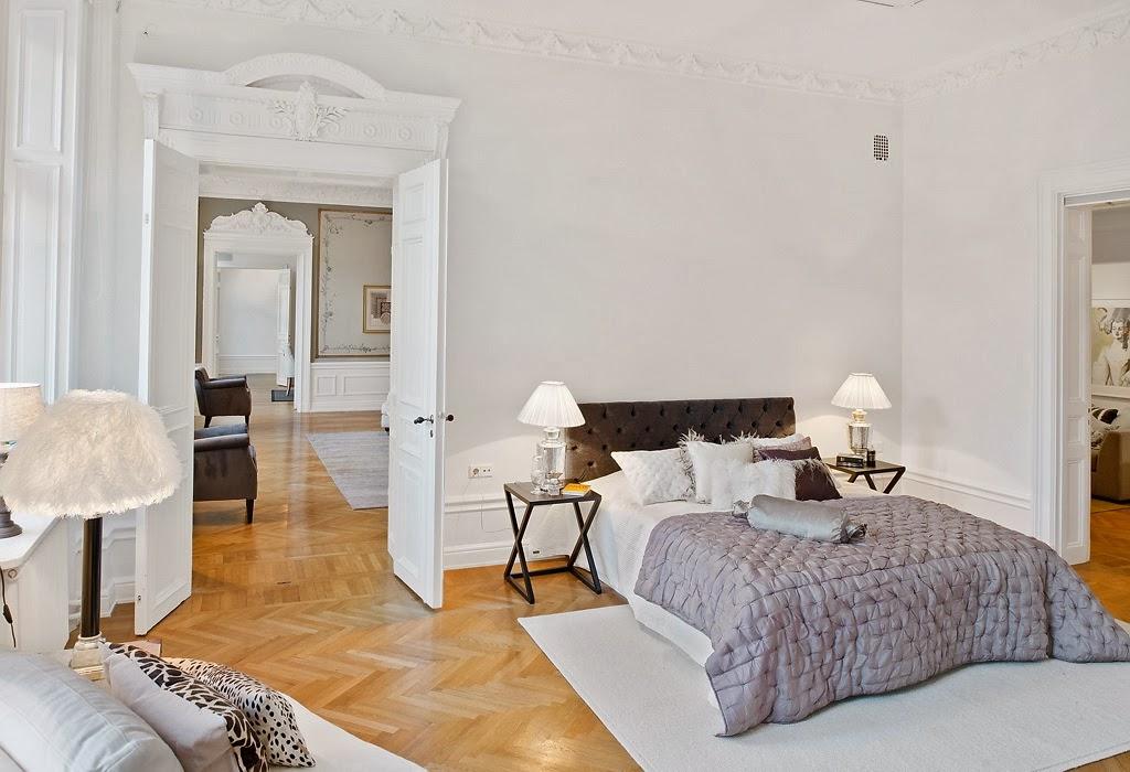Klasyczny, elegancki salon i nowoczesna kuchnia - wystrój wnętrz, wnętrza, urządzanie domu, dekoracje wnętrz, aranżacja wnętrz, inspiracje wnętrz,interior design , dom i wnętrze, aranżacja mieszkania, modne wnętrza, styl klasyczny, styl nowoczesny, sypialnia