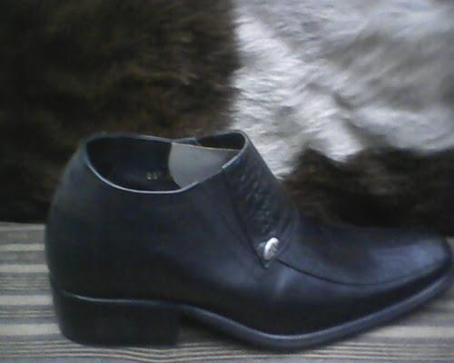 sepatu bally di lihat dari depan sepatu bally di lihat dari kanan ... 332ce2bd55